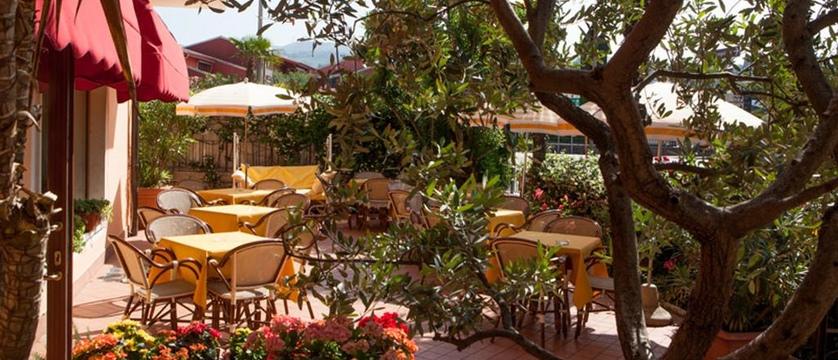 Hotel Bologna Garden terrace.jpg